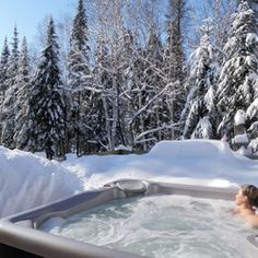 hot tub in the snow, yes please!  #CDNGetaway!