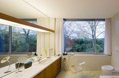 Neutra, Pescher House, 1968. Bathroom