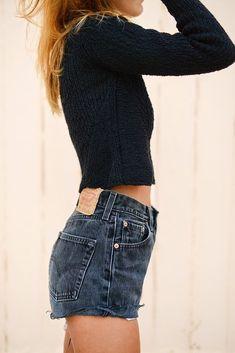 Vintage LEVIS Shorts Denim Cutoffs Jeansshorts Maßgeschneidert - Looks - Shorts Denim Cutoffs, Looks Style, Style Me, Levi's Shorts, Jumper Shorts, Ripped Shorts, Short Shorts, Black Levi Shorts, Black Jeans