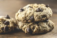 Sugar Free & Gluten Free Chocolate Chip Oatmeal Cookies Recipe ~ A Healthy… Oatmeal Chocolate Chip Cookie Recipe, Oatmeal Cookie Recipes, Oatmeal Chocolate Chip Cookies, Chocolate Chip Recipes, Sin Gluten, Body Ecology Diet, Banana Snacks, Dessert Sans Gluten, Gluten Free Cookies