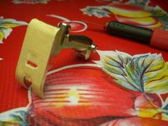 Oilcloth Addict - Feeding your Oilcloth Addiction with tips and tutorials with Modern June: OCA Sewing Tip #6: Presser Foot Trick