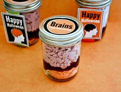 These creepy Brain Cupcakes in a Jar treats make the perfect Halloween party food! Great dessert recipe idea for a zombie or Halloween party. Free printable jar labels for Halloween Gifts. Halloween Goodies, Halloween Food For Party, Halloween Cakes, Creepy Halloween, Halloween Treats, Halloween Decorations, Spooky Treats, Happy Halloween, Halloween Desserts