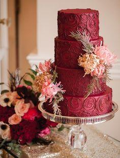 Свадебный торт в цвете марсала