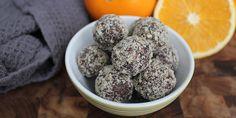 Sunde og lækre dadelkugler med hakket mørk chokolade og en dejlig appelsinsmag.