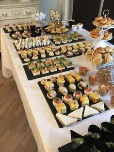 La festa a sorpresa per i 18 anni di Eleonora by - Pagina 1 Buffet Dessert, Party Food Buffet, Lunch Buffet, Dinner Buffet Ideas, Sandwich Buffet, Catering Display, Catering Food, Appetizers Table, Reception Food
