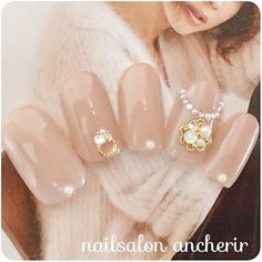 We all want beautiful but trendy nails, right? Here's a look at some beautiful nude nail art. Pearl Nails, Gem Nails, Pink Nails, Hair And Nails, Gel Nail Designs, Beautiful Nail Designs, Classy Nails, Trendy Nails, Office Nails