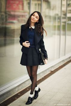 20 Maneras de quitarle lo aburrido a tu uniforme escolar Ankle socks over tights with a pleated skirt and collared top for a school girl chic look – VA school uniform School Uniform Outfits, Cute School Uniforms, School Girl Outfit, Uniform Ideas, Preppy Outfits For School, Chic Outfits, Girl Outfits, Fashion Outfits, Look Fashion