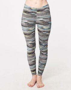 De lækre leggings findes også i en stribet version. I blød bambus og økologisk bomuld.