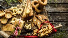 Julekaker: Lise Finckenhagens tradisjonelle syv (åtte) slag til jul - Godt. Christmas Time, Dairy, Cheese, Baking, Food, Drinks, Drinking, Patisserie, Drink