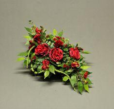 Dekoracja nagrobna Cemetery Decorations, Church Flower Arrangements, Making A Bouquet, Funeral Flowers, Chrysanthemum, Artificial Flowers, Altar, Memorial Day, Floral Wreath