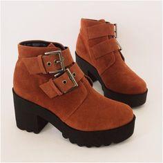 #mulpix O solado tratorado é uma das principais tendências de 2015. Ele evita deslizamentos e agrega conforto ao caminhar. De R$ 249,90 Por R$ 189,90. #euusorobertooshiro #tratorada #tendência #moda #estilo #fashion #conforto #inverno2015 #robertooshiro