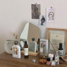Dusty Pink Bedroom, Minimalist Dorm, Pretty Room, Antique Interior, Room Tour, Room Accessories, Bedroom Inspo, My Room, Room Inspiration