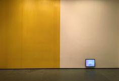 La instalación Tape Wall Project (1970) del artista argentino Jaime Davidovich (1936-2016) es exhibida en el espacio Inbox del MoMA de Nueva York hasta el 29 de enero de 2017. La obra, una pieza clave y pionera del videoarte internacional, fue adquirida por el museo estadounidense con la intermediación de Henrique Faria Fine Art y a través del Fondo para América Latina y El Caribe de esa institución.