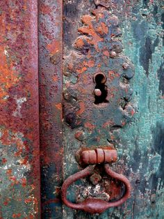 Rusty Door..I'm a big fan of these color combinations-