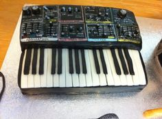 synthesizer cake! A fully edible copy of a real synth made with fondant.