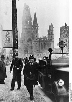 1947 Westberliner Polizei auf dem Ku-Damm