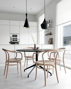 Dinning Room Table Style Guide For Your Home - Crithome Dinning Room Tables, Metal Dining Table, Dining Room Design, Rooms Ideas, Minimalist Dining Room, Asian Home Decor, Dining Room Inspiration, Interiores Design, Decoration