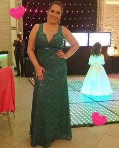 Querida cliente arrasando com nosso modelo no azul petróleo, com lindo decote no busto e costa. Ficou linda ❤💞💃😍  Confira outros modelos em  www.sofestavestidos.com.br   #sofestavestidos #madrinhas #wedding #dress #formatura #casamentos #vestidodefesta #renda #modafesta #moda #modafeminina #instafashion #photooftheday #fashion #bride #festa #formandas #15anos #vestidos #casamentosp #casamentos #maedanoiva #maedonoivo #festas #eventos #madrinhasdecasamento #bridesmaids