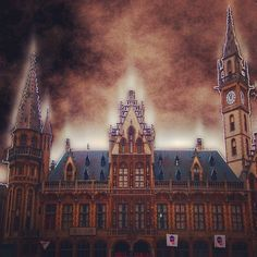 by pojogarma: #Korenmarkt #gante #belgium #gent #bélgica #ghent #europe #gand #belgica #visitbelgium #belgique #visitgent #medieval #flandes #relax #city #travel #visitflandes #viajes #gimp #retoque #edit