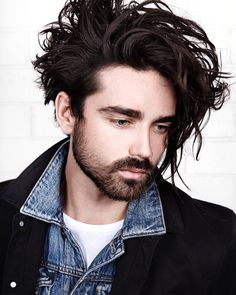 morrismotley_and long curly messy hairstyle for men