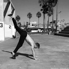 Handstand lernen in 48 Stunden (oder weniger) – Die ultimative Anleitung Handstand Training, Running, Sports, Tutorials, Hs Sports, Keep Running, Why I Run, Sport
