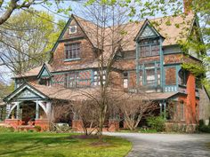 Best Green Trim Is Yummy Shingle House Shingle Style Homes 400 x 300