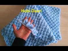 Making Easy Baby Blanket with Finger,Alize Puffy İpi Sepet (Hasır) Örgü Bebek Battaniyesi Yapımı The Effective Pictures We Offer You About Crochet beanie A quality. Finger Knitting Blankets, Knitted Baby Blankets, Baby Girl Blankets, Arm Knitting, Baby Blanket Crochet, Crochet Baby, Yarn Projects, Knitting Projects, Knitting Tutorials