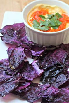 Red Cabbage Chips with Tomato Yogurt Dipping Sauce - What Jew Wanna Eat Healthy and easy! This chips are simple to make, and that yogurt sauce brings it to another level! You'll want to eat it with a spoon. Purple Cabbage Recipes, Easy Cabbage Recipes, Tofu, Healthy Snacks, Healthy Eating, Lunch Snacks, Healthy Cookies, Whole Food Recipes, Cooking Recipes
