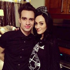 Brendon and Sarah! (From sarah's twitter) (Sarah is wearing an FOB sweatshirt XD)