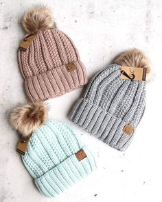 Knitted Two Tone C. Beanies With Pom Pom And Fuzzy Lining – Best Accessories Beanie Outfit, Cc Beanie, Knit Beanie, Beanie Hats, Preppy Winter Outfits, Cute Outfits, Cute Winter Hats, Winter Caps, Cc Hats