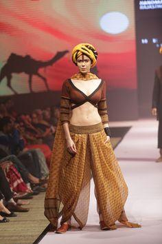 Hemant Trevedi, RajasthanHeritageWeek: www.explosivefashion.in/runway-report/hemant-trevedi-rajasthan-heritage-week.html
