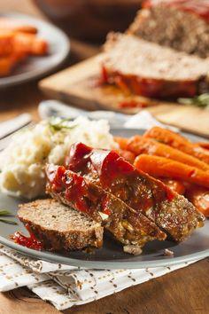 Το ρολό όπως πρέπει: 12 συνταγές για τα καλύτερα μαγειρέματα - www.olivemagazine.gr Meatloaf Recipe No Ketchup, Meatloaf Glaze, Meatloaf Recipes, Meat Recipes, Homemade Meatloaf, Best Lunch Recipes, Easy Dinner Recipes, Easy Meals, Italian Seasoning Mixes