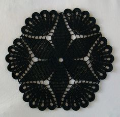 INSPIRAÇÃO PARA INDIVIDUAL DE CROCHE  - Black Crochet Gothic Doily with Flower and Fans by Acadian Crochet, via Flickr