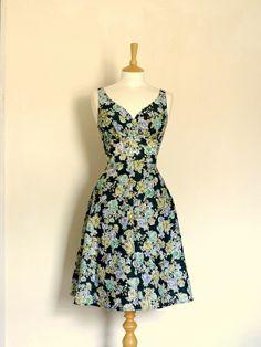 robe à fleurs de thé d'impression vert et bleu de Dig For Victory sur DaWanda.com