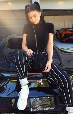 Autoconfiança e sensualidade: o estilo de Kylie Jenner é uma verdadeira inspiração. Se você quer se vestir como ela, clica na imagem!