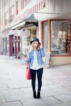 Casual & Classy Downtown Outfit | Coffee With Summer