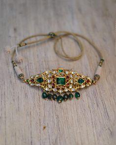 Indian Jewelry Sets, Indian Wedding Jewelry, India Jewelry, Indian Bridal, Gold Jewellery, Bridal Jewelry, Gemstone Necklace, Gold Necklace, Chocker Necklace