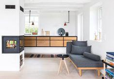 Møbile røde Gras-lamper i køkkenet Scandinavian Interior, Home Interior, Kitchen Interior, Interior Design Living Room, Interior Styling, Kitchen Design, Kitchen Ideas, Relaxation Room, Relaxing Room