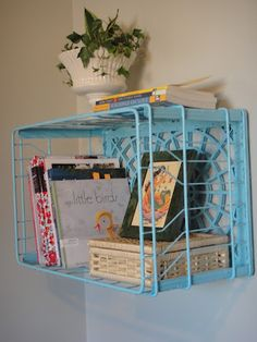 Re-purposed, Up-cycled Milk crate to wall shelf DIY tutorial Could work in the corner Metal Milk Crates, Plastic Crates, Milk Crate Furniture, Home Decor Furniture, Ladder Shelf Diy, Ladder Decor, Vinyl Record Display, Wire Crate, Home Room Design