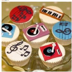 Music notes, Turntable, and Piano Cupcakes Music Cupcakes, Themed Cupcakes, Cute Cupcakes, Birthday Cupcakes, Cupcake Bakery, Cupcake Cookies, Bolo Musical, Bolo Tumblr, Music Themed Cakes