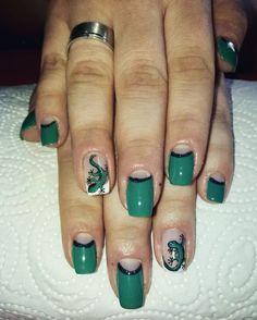 Green lizard nail art