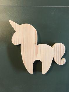 Unicorn DIY Scrapwood #indust3 #unicorn #scrapwood #scrapwoodprojects #diy #diyunicorn Wooden Animal Toys, Wood Animal, Wooden Baby Toys, Wood Toys, Wood Projects That Sell, Diy Wood Projects, Wooden Crafts, Wooden Diy, Unicorn Diy