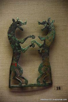 Бронзовая пряжка в виде двух собак.VIII-VII вв до н.э.