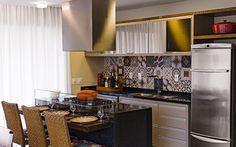 Mesa e cozinha pratica