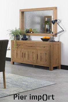 Buffet enfilade en bois de chêne massif 160 cm. Ce meuble propose 3 tiroirs alignés sur la partie supérieure, ainsi que 3 portes renfermant des étagères. Le buffet de rangement ALTA propose un design massif, avec sa teinte de bois naturelle, et s'installera dans un salon / séjour à la décoration contemporaine. Les poignées de ce meuble peuvent être changées, 2 jeux sont fournis : en métal et en bois, pour une déco intérieure qui vous ressemble. Meuble garanti 2 ans par Pier Import. Style Deco, Decoration, Pier Import, Buffets, Cabinet, Ainsi, Storage, Furniture, Design