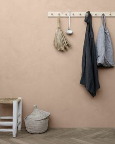 Gi interiøret et personlig preg med LADY Minerals kalkmaling. Beige Walls Bedroom, Bedroom Wall Colors, Room Colors, Peach Paint Colors, Bedroom Dresser Styling, Terracotta Paint, Color Trends 2018, Peach Walls, Farrow Ball