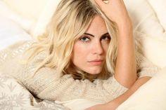 Emilia Attias / Makeup: Luciana Romero Emilia Attias, Character Inspiration, Long Hair Styles, Makeup, Beauty, Characters, Random, Girls, God