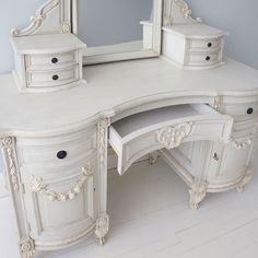 Bonaparte Painted French Dressing Table With Mirror - French Bedrooms #shabbychicdresserswithmirror #frenchshabbychicbedrooms