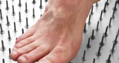 Neuropatia periferica - cauze, simptome si tratament - infoMama Holding Hands