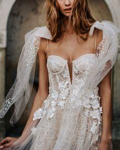Berta | Muse Como #berta #fashion #moda #dress #vestido #vestidosdenovia #weddingdresses #weddingdress #noiva #bride #whitedress #vestidobranco